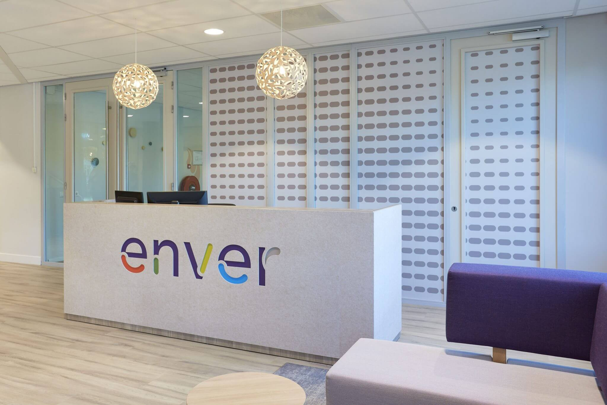 Enver, Mixus studio, receptie